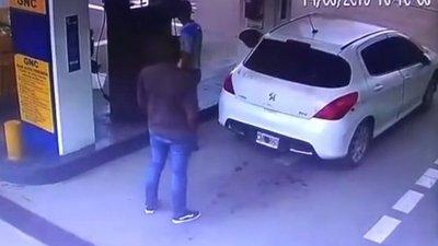 NARCO FUE A CARGAR GAS, EXPLOTÓ EL TANQUE Y LA DROGA VOLÓ POR EL AIRE