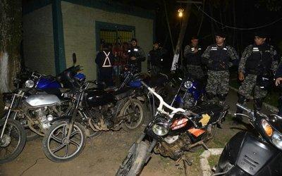 Tras ola de asaltos, sitian refugio de damnificados