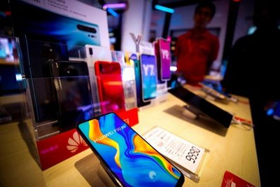 Ventas de Huawei se hunden fuera de China, por presión de EEUU