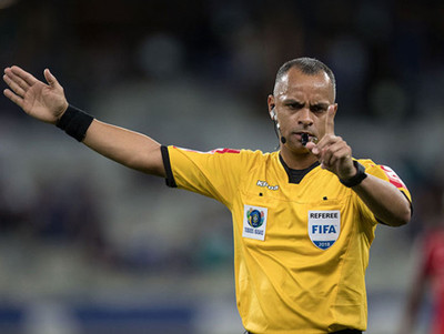 Un brasileño será el árbitro del partido de la Albirroja contra Argentina