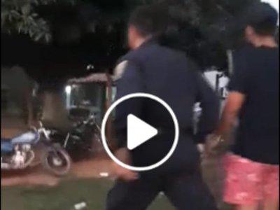 Policías agredidos por detener a un hombre que realizó disparos en una cancha