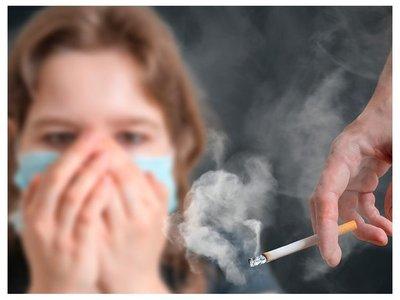 Salud prohíbe que se fume hasta en patios de hospitales