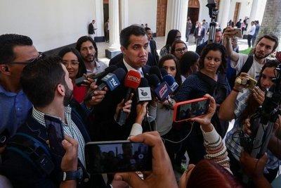 Venezolanos en Miami cuestionan a Guaidó por denuncia de corrupción