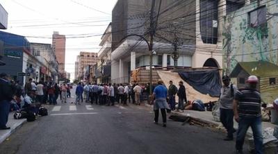 HOY / Campesinos en la capital: en  retorno de feriado marchan  contra promesas incumplidas