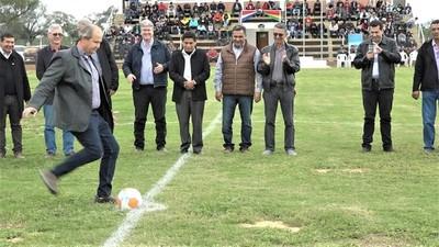 La Copa Paz del Chaco inauguró el estadio departamental de Boquerón