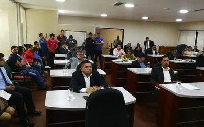 Ex funcionarios de fábrica piden auxilio a concejales municipales ante inacción del Ministerio de Trabajo