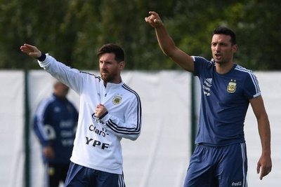 Lleno de dudas, Argentina enfrenta a Paraguay