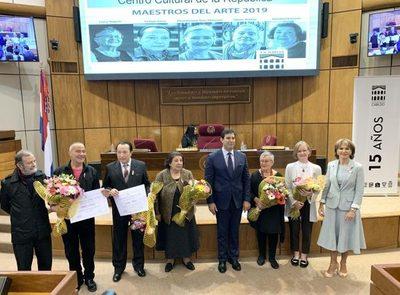 Artistas paraguayos reciben distinciones en el Congreso Nacional