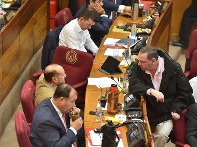 En medio de críticas, Senado debate sobre reforma tributaria