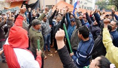 Coordinadora seguirá en Asunción al no lograr aún lo planteado al Gobierno