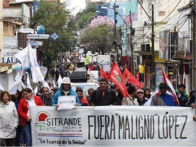 Entre manifestaciones, titular de la  previsional responde   a acusaciones