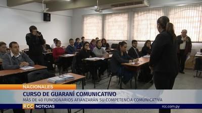 Más de 40 funcionarios se capacitan en uso del guaraní para uso en sus tareas