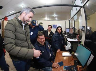 Mandatario verifica avances tecnológicos en puesto de control migratorio de Infante Rivarola