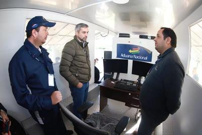 Jefe de Estado visitó el puesto de control migratorio de Infante Rivarola