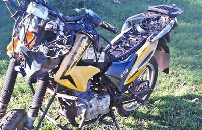 Choque entre motocarro y una moto deja un muerto