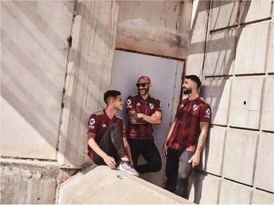 """La nueva camiseta de River en honor a su """"eterna amistad"""" con Torino"""