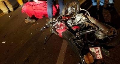 Dos hombres mueren tras choque frontal de motocicletas