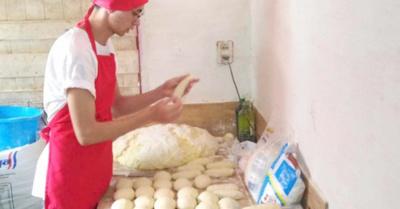 El sabor del  sacrificio:  Venden pan  para estudiar