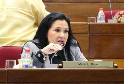 María Bajac asegura que los parlamentarios ganan poco