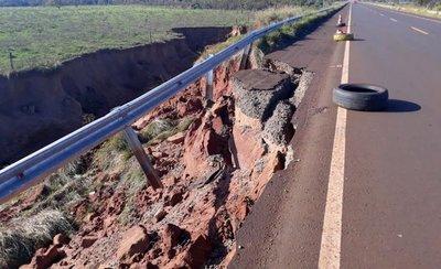 """Una ruta recién inaugurada, """"tragada"""" por una erosión"""