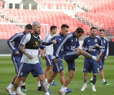 Argentina se mide a Catar con la obligación de ganar
