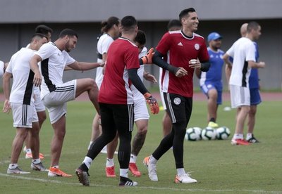 Paraguay se juega su pase a cuartos ante una sólida Colombia