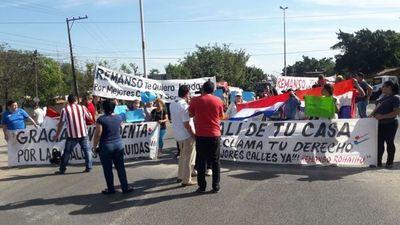 Pobladores de Remanso se manifiestan y piden mejores calles