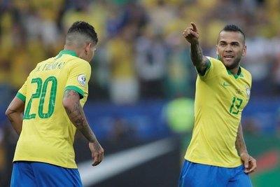 Brasil goleó a Perú y avanzó como primero del 'A'