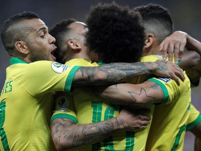 Brasil saca chapa ante Perú y se anota en cuartos