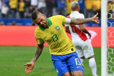 Dani Alves deja el PSG