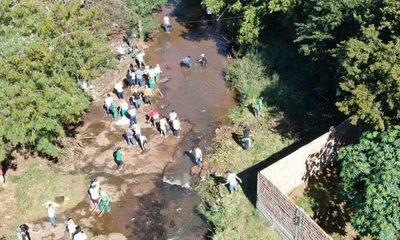 Limpian arroyo Saltito como primera acción de «CDE te quiero limpia»