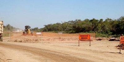Ministro anuncia colocación de asfalto