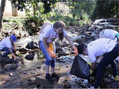 Gran cantidad de basura recogen de arroyo en límite entre Franco y CDE