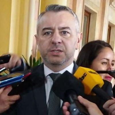 Con proyectos populistas, se está hipotecando caja fiscal, dice Centurión