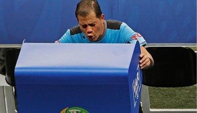 El penal a favor de Paraguay que omitió el VAR