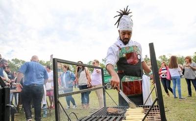 """HOY / Jornada al aire libre para seguir  respetando al fuego: """"Feria Tatá""""  para disfrutar de la comida"""