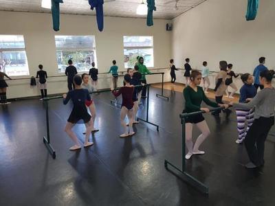 Clases abiertas del Ballet Nacional del Paraguay en vacaciones de invierno