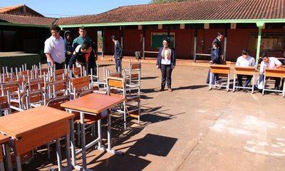 Entregan mobiliarios a escuelas de Presidente Franco