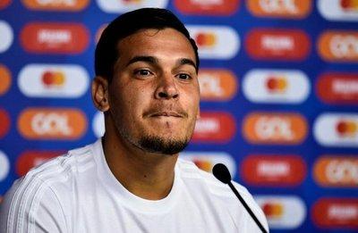 Crystal Palace observa a Gómez