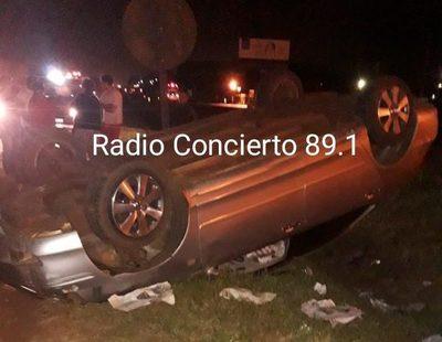 Conductor abandona vehículo luego de accidente