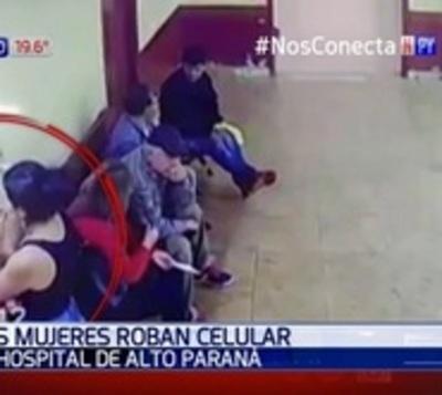 Descuidistas en acción: Roban celular en hospital lleno de pacientes