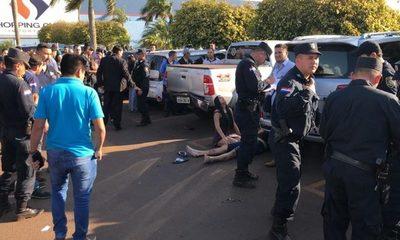 Matan a ex policía en estacionamiento de shopping