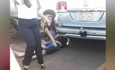 Sicarios acribillan a ex policia al salir de shopping