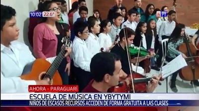 Niños acuden a escuela de música gratuita en Ybytimí
