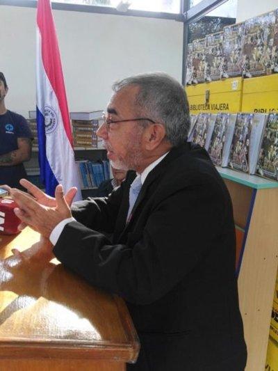 Encarnacenos celebran el día del libro paraguayo
