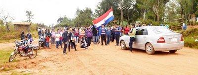 Alumnos sampedranos salen de sus aulas para exigir arreglo de caminos
