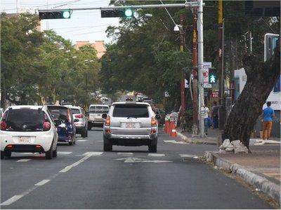 Urgen presencia policial en cruces dominados por los limpiavidrios