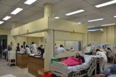 Funcionarios y Médicos de Clinicas van a huelga por recorte presupuestario de la UNA
