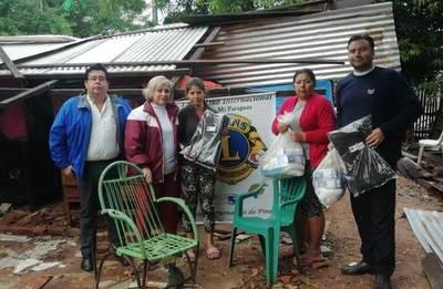 Ciudadanía acerca ayuda solidaria a mujer desalojada