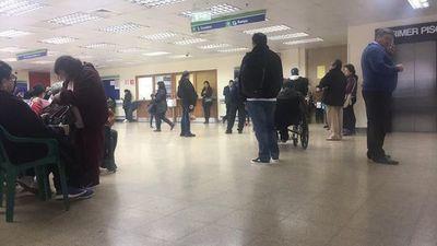 Asegurados exigen sillas en el IPS de CDE